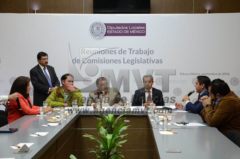 Toluca, México (Septiembre 1, 2016).- Rubén Hernández Magaña, Abel Valle Castillo e Isidro Moreno Árcega, Secretario, Presidente y Miembro de la Comisión Legislativa de Protección Civil respectivamente (centro), durante las reuniones de trabajo de las comisiones legislativas en la cámara de diputados. Agencia MVT / Arturo Hernández.