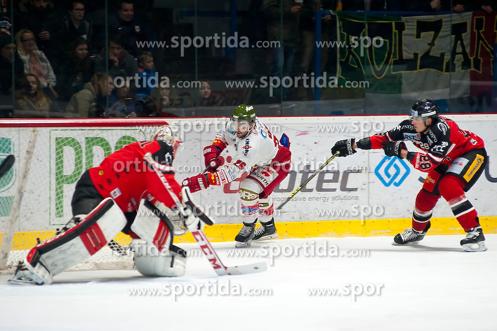 28.12.2015, Ice Rink, Znojmo, CZE, EBEL, HC Orli Znojmo vs HCB Suedtirol, 36. Runde, im Bild v.l. Patrik Nechvatal (HC Orli Znojmo) Joel Broda (HCB Sudtirol) Marek Biro (HC Orli Znojmo) // during the Erste Bank Icehockey League 36nd round match between HC Orli Znojmo and HCB Suedtirol at the Ice Rink in Znojmo, Czech Republic on 2015/12/28. EXPA Pictures © 2015, PhotoCredit: EXPA/ Rostislav Pfeffer