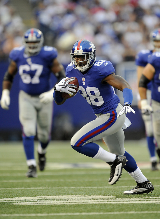 EAST RUTHERFORD, NJ - SEPTEMBER 13: Hakeem Nicks #88 of the New York Giants runs with the ball against the Washington Redskins during their game on September 13, 2009 at Giants Stadium in East Rutherford, New Jersey. (Photo by Rob Tringali) *** Local Caption *** Hakeem Nicks