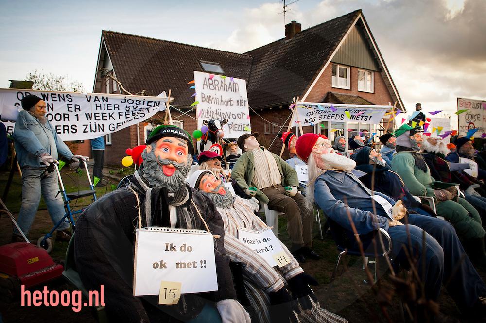 Nederland, enschede 07april2011 Buren (noabers) hebben bij een boerderij aan de haweg in het buitengebied van enschede 50 abrahams in de tuin geplaatst. Goed twents gebruik indien iemand 50 wordt (maar dan meestal één)