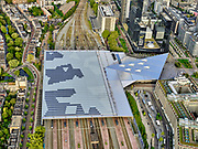 Nederland, Zuid-Holland, Rotterdam, 14-09-2019; Stadsgezicht, Rotterdam Centrum met Centraal Station. Nieuwe overkapping over de perrons. <br /> Rotterdam Central Station.<br /> <br /> luchtfoto (toeslag op standard tarieven);<br /> aerial photo (additional fee required);<br /> copyright foto/photo Siebe Swart