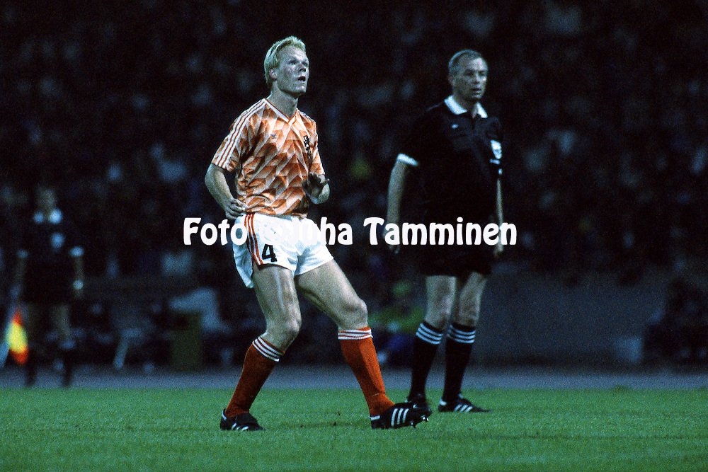 UEFA European Championship - West Germany 1988<br /> 12.6.1988, M&uuml;ngersdorferstadion, K&ouml;ln.<br /> Group 2, Holland v Soviet Union<br /> Ronald Koeman - Holland