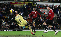 Photo: Paul Thomas.<br /> Blackburn Rovers v Manchester United. The Barclays Premiership. 11/11/2006.<br /> <br /> Wayne Rooney (R) of Man Utd misses a great chance to score.