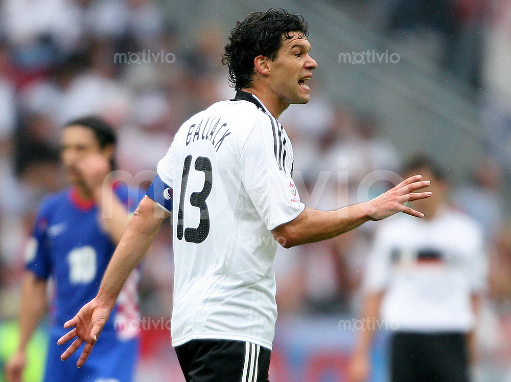 FUSSBALL EUROPAMEISTERSCHAFT 2008 Kroatien - Deutschland    12.06.2008 Michael Ballack (Deutschland) gestikuliert.