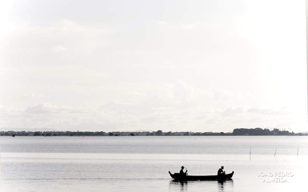 Men on a boat at Taungthaman lake, nearby the Irrawady river