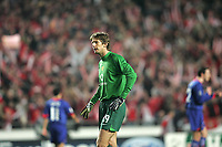Photo: Lee Earle.<br /> Benfica v Manchester United. UEFA Champions League.<br /> 07/12/2005. United keeper Edwin Van Der Sar looks dejected after  Benfica scored their first.