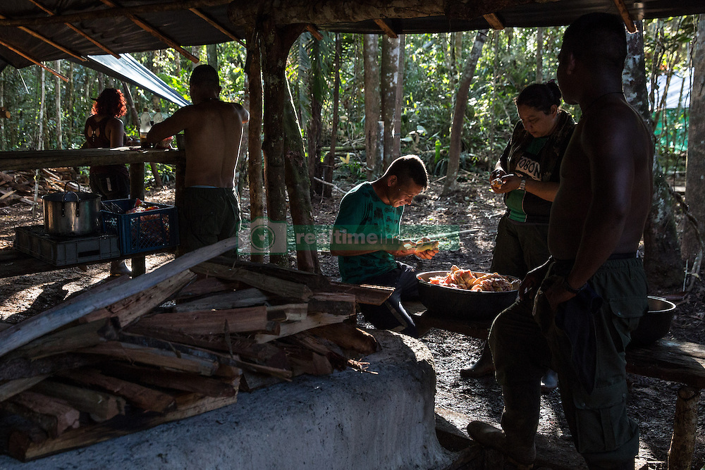El Diamante, Meta, Colombia - 15.09.2016        <br /> <br /> Kitchen area of the guerilla camp during the 10th conference of the marxist FARC-EP in El Diamante, a Guerilla controlled area in the Colombian district Meta. Few days ahead of the peace contract passing after 52 years of war with the Colombian Governement wants the FARC decide on the 7-days long conferce their transformation into a unarmed political organization. <br /> <br /> Kueche des Guerilla-Camps zur zehnten Konferenz der marxistischen FARC-EP in El Diamante, einem von der Guerilla kontrollierten Gebiet im kolumbianischen Region Meta. Wenige Tage vor der geplanten Verabschiedung eines Friedensvertrags nach 52 Jahren Krieg mit der kolumbianischen Regierung will die FARC auf ihrer sieben taegigen Konferenz die Umwandlung in eine unbewaffneten politischen Organisation beschlieflen. <br />  <br /> Photo: Bjoern Kietzmann