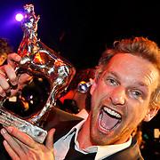 NLD/Utrecht/20101001 - NFF 2010 - Gouden Kalveren 2010 uitreiking, Barry Atsma met zijn gewonnen Gouden Kalf