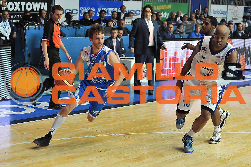 DESCRIZIONE : Gara 4 PlayOff Lenovo Pallacanestro Cant&ugrave; - Banco di Sardegna Dinamo Sassari<br /> GIOCATORE : Travis Diener<br /> CATEGORIA : Palleggio Penetrazione<br /> SQUADRA :  Banco di Sardegna Dinamo Sassari<br /> EVENTO : PlayOff<br /> GARA : Lenovo Pallacanestro Cant&ugrave; - Banco di Sardegna Dinamo Sassari<br /> DATA : 15/05/2013<br /> SPORT : Pallacanestro <br /> AUTORE : Agenzia Ciamillo-Castoria / Luigi Canu<br /> Galleria : Lega Basket A 2012-2013  <br /> Fotonotizia : Gara 4 PlayOff Lenovo Pallacanestro Cant&ugrave; - Banco di Sardegna Dinamo Sassari <br /> Predefinita :