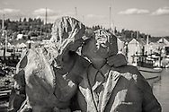 Statue of a kissing couple in Olympia - WA