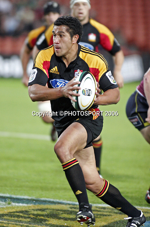 Chiefs fullback Mils Muliaina in action during the Super 14 match between the Waikato Chiefs and Queensland Reds at Waikato Stadium, Hamilton on Friday 3 March 2006. The Chiefs won the game 35:17. Photo: Andy Song/PHOTOSPORT<br />