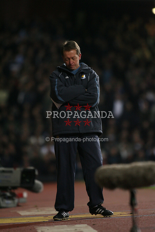 London, England - Tuesday, January 30, 2007: Liverpool against West Ham United's manager Alan Curbishley during the Premiership match at Upton Park. (Pic by Chris Ratcliffe/Propaganda)