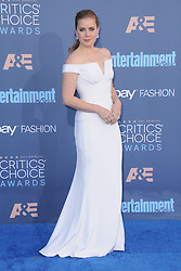 Amy Adams  bei der Verleihung der 22. Critics' Choice Awards in Los Angeles / 111216