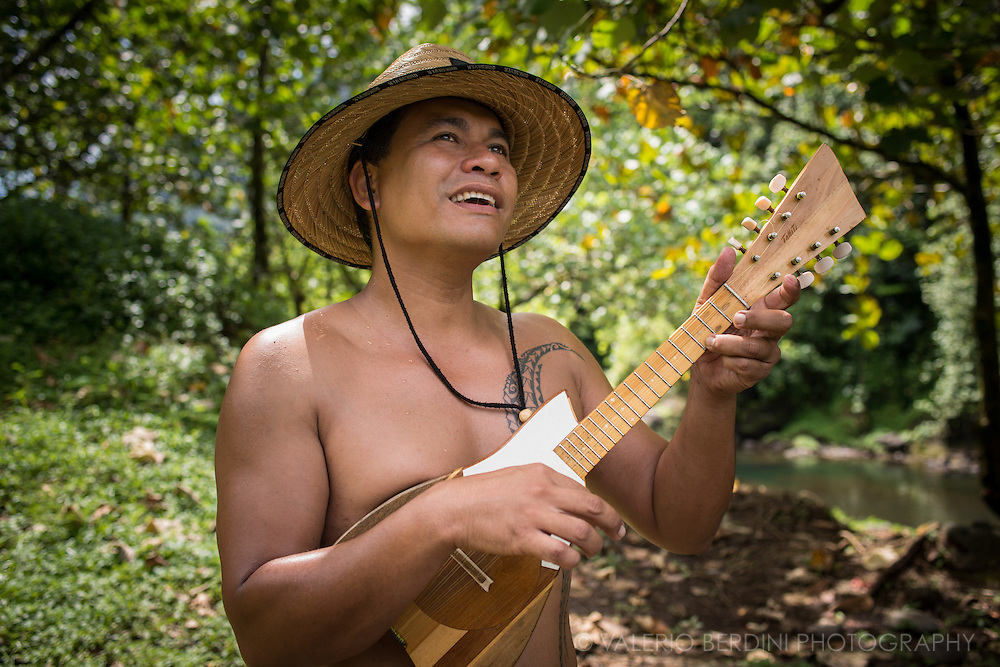 A Tahitian man sing a traditional song with the help of a tahitian ukulele