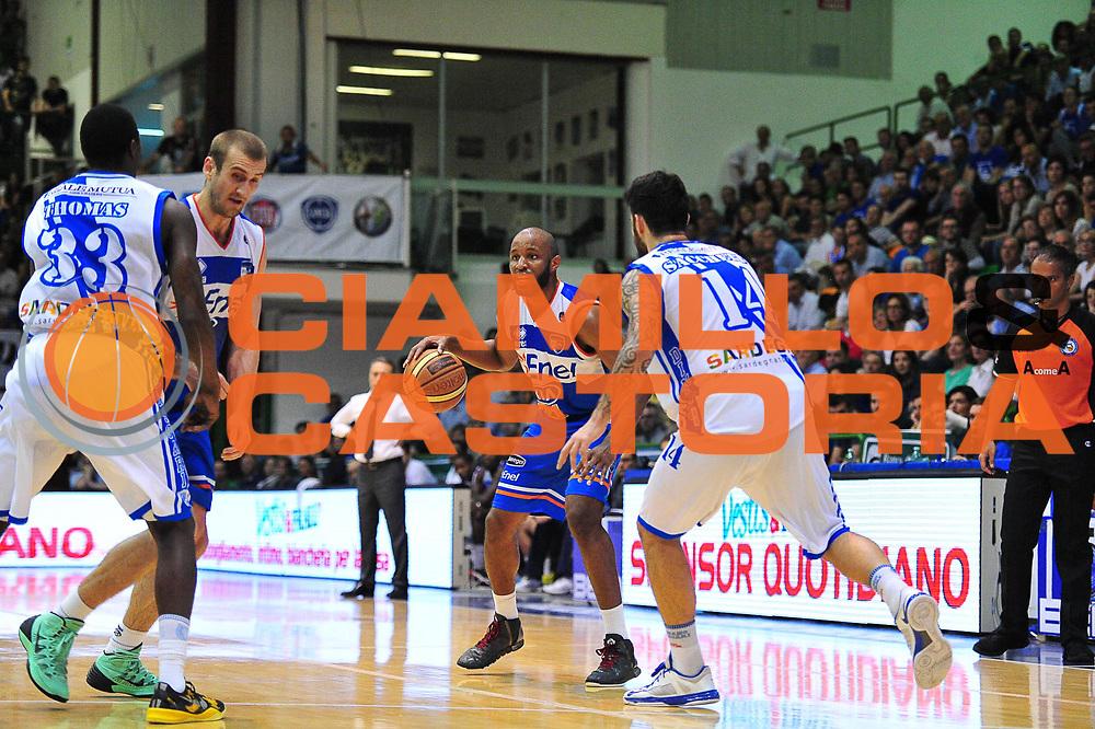 DESCRIZIONE : Campionato 2013/14 Quarti di Finale GARA 2 Dinamo Banco di Sardegna Sassari - Enel Brindisi<br /> GIOCATORE : Michael Snaer<br /> CATEGORIA : Palleggio<br /> SQUADRA : Enel Brindisi<br /> EVENTO : LegaBasket Serie A Beko Playoff 2013/2014<br /> GARA : Dinamo Banco di Sardegna Sassari - Enel Brindisi Quarti Gara2<br /> DATA : 21/05/2014<br /> SPORT : Pallacanestro <br /> AUTORE : Agenzia Ciamillo-Castoria / M.Turrini<br /> Galleria : LegaBasket Serie A Beko Playoff 2013/2014<br /> Fotonotizia : DESCRIZIONE : Campionato 2013/14 Quarti di Finale GARA 2 Dinamo Banco di Sardegna Sassari - Enel Brindisi<br /> Predefinita :