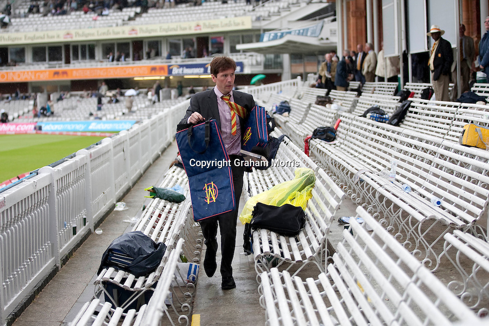 Rain abandones play in the second npower Test Match between England and Sri Lanka at Lord's.  Photo: Graham Morris (Tel: +44(0)20 8969 4192 Email: sales@cricketpix.com) 05/06/11