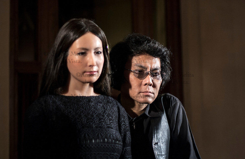 Il robot Geminoid F è stato prodotto da Hiroshi Ishiguro, uno dei massimi e più rinomati scienziati, a livello mondiale, nel campo della robotica, proveniente dall'Università di Osaka.
