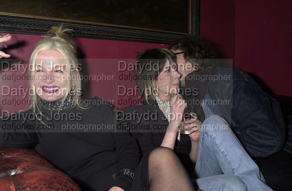 Jibby Beane, Turner and Mick rock. Mick Rock exhibition opening at the Proud Gallery and after party at the Mayfair Club. London. 4 April 2001. © Copyright Photograph by Dafydd Jones 66 Stockwell Park Rd. London SW9 0DA Tel 020 7733 0108 www.dafjones.com