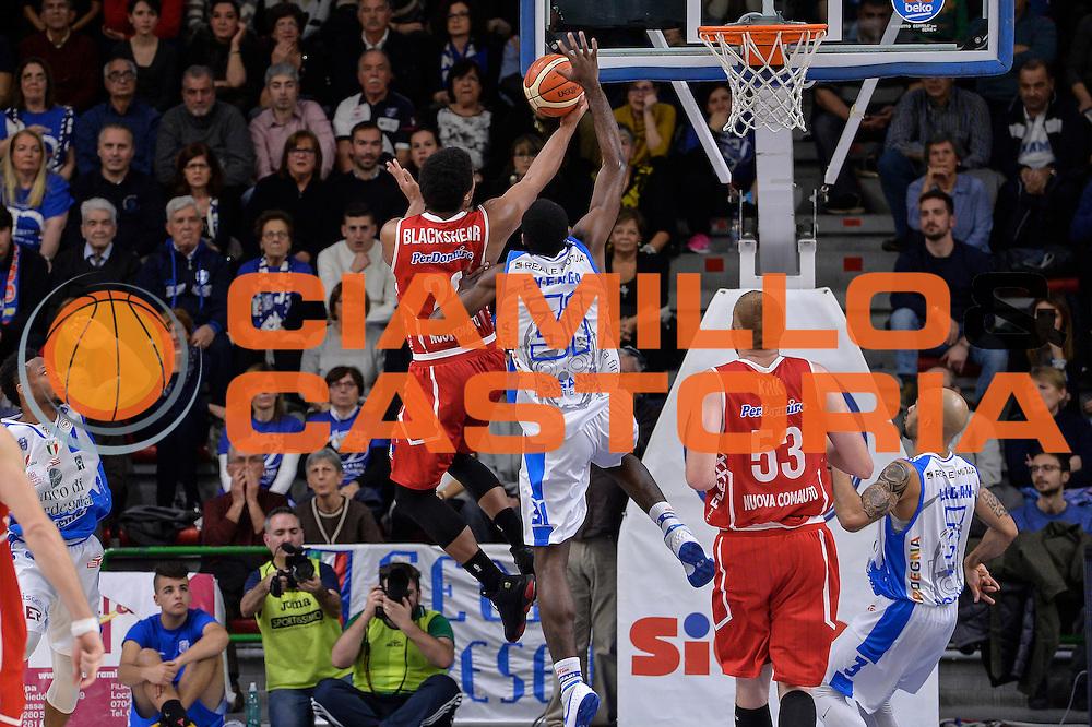 DESCRIZIONE : Sassari LegaBasket Serie A 2015-2016 Dinamo Banco di Sardegna Sassari - Giorgio Tesi Group Pistoia<br /> GIOCATORE : Wayne Blackshear<br /> CATEGORIA : Tiro Penetrazione Sottomano Controcampo<br /> SQUADRA : Giorgio Tesi Group Pistoia<br /> EVENTO : LegaBasket Serie A 2015-2016<br /> GARA : Dinamo Banco di Sardegna Sassari - Giorgio Tesi Group Pistoia<br /> DATA : 27/12/2015<br /> SPORT : Pallacanestro<br /> AUTORE : Agenzia Ciamillo-Castoria/L.Canu