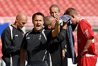 Photo: Ed Godden.<br />Swindon Town v Stockport County. Coca Cola League 2. 26/08/2006. Swindon Manager Dennis Wise shouts the orders to his players.
