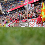 HARRISON, NEW JERSEY- OCTOBER 16:  Sacha Kljestan #16 of New York Red Bulls takes a corner during the New York Red Bulls Vs Columbus Crew SC MLS regular season match at Red Bull Arena, on October 16, 2016 in Harrison, New Jersey. (Photo by Tim Clayton/Corbis via Getty Images)