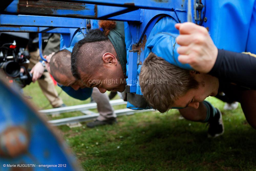 """Papi TOKOTUU et le Rugby Club Massy Essonne - tournage scène libre """"Mercenaire"""" de Sacha WOLFF - emergence 2012"""