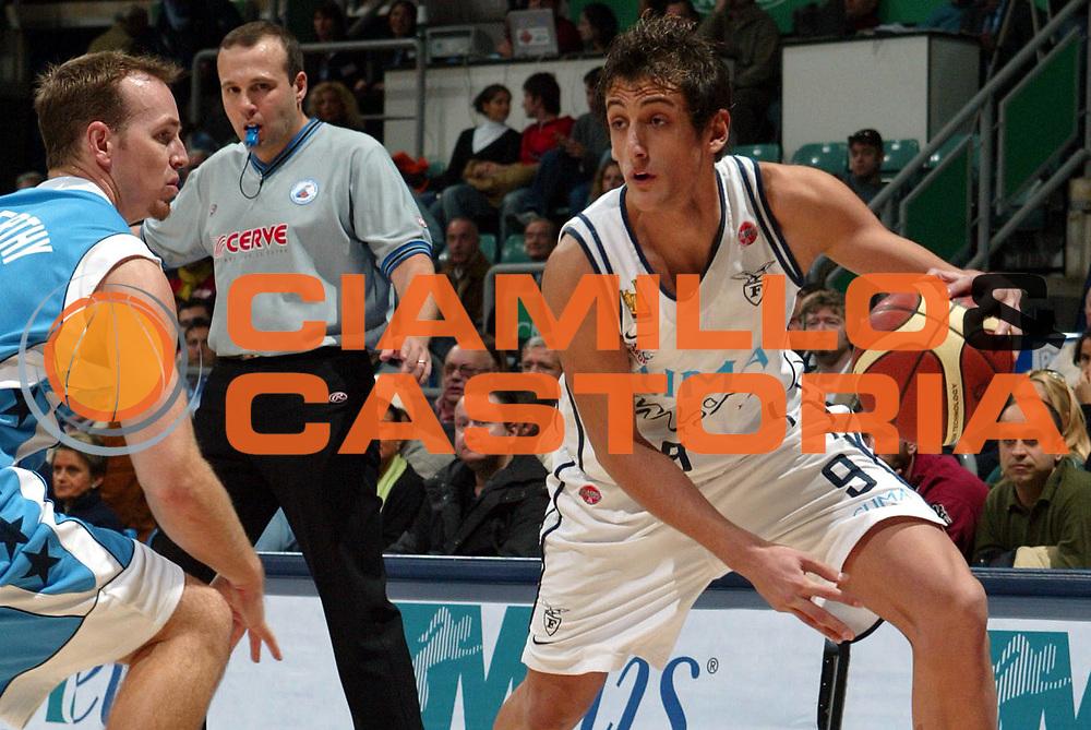 DESCRIZIONE : BOLOGNA CAMPIONATO LEGA A1 2004-2005<br /> GIOCATORE : BELINELLI<br /> SQUADRA : CLIMAMIO FORTITUDO BOLOGNA<br /> EVENTO : CAMPIONATO LEGA A1 2004-2005<br /> GARA : CLIMAMIO BOLOGNA-POMPEA NAPOLI<br /> DATA : 21/11/2004<br /> CATEGORIA : Palleggio<br /> SPORT : Pallacanestro<br /> AUTORE : Agenzia Ciamillo-Castoria/G.Livaldi