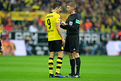 01.03.2014, Signal Iduna Park, Dortmund, GER, 1. FBL, Borussia Dortmund vs 1. FC Nuernberg, 23. Runde, im Bild Robert Lewandowski (Borussia Dortmund #9) diskutiert mit Schiedsrichter Christian Dingert (Lebecksmuehle) // during the German Bundesliga 23th round match between Borussia Dortmund and 1. FC Nuernberg at the Signal Iduna Park in Dortmund, Germany on 2014/03/01. EXPA Pictures © 2014, PhotoCredit: EXPA/ Eibner-Pressefoto/ Schueler<br /> <br /> *****ATTENTION - OUT of GER*****