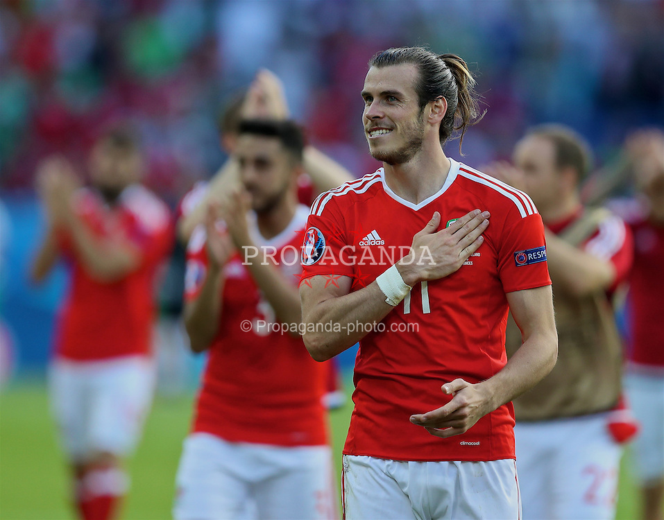 PARIS, FRANCE - Saturday, June 25, 2016: Wales' Gareth Bale celebrates after the 1-0 victory over Northern Ireland, sealing progression to the Quarter-Final, during the Round of 16 UEFA Euro 2016 Championship match at the Parc des Princes. (Pic by David Rawcliffe/Propaganda)