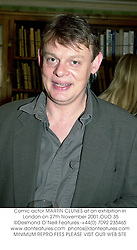 Comic actor MARTIN CLUNES at an exhibition in London on 27th November 2001.	OUO 35
