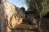 Fragagnano, Taranto. Casa di campagna con giardino scavato nella roccia.