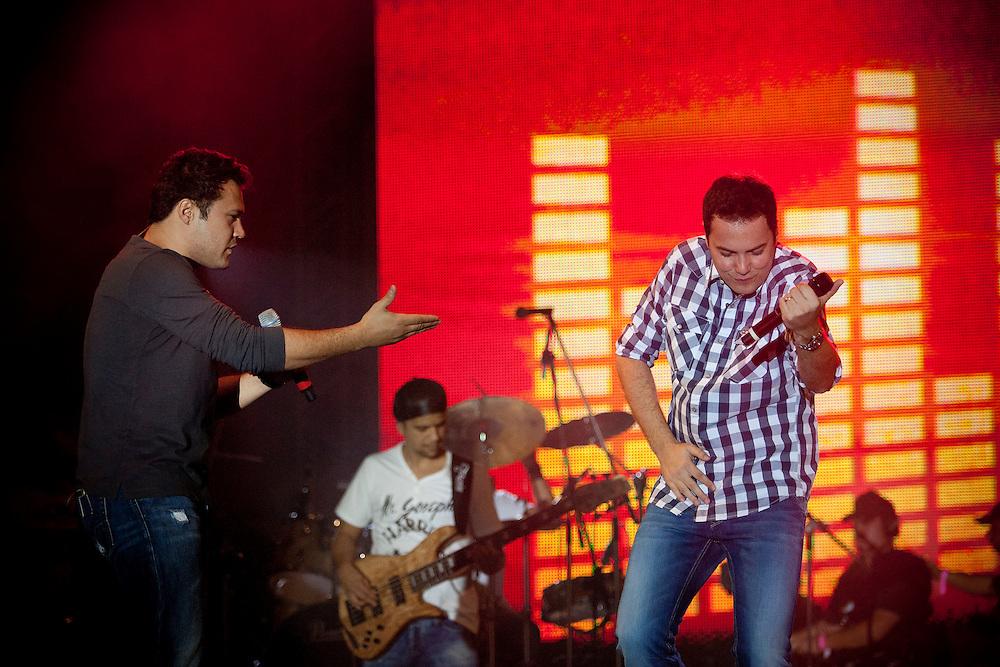 BELO HORIZONTE, MG, BRA. 16 de julho de 2011...UOL..Primeiro dia do Sertanejo Pop Festival. Show da dupla Joao Bosco e Vinicius..Foto: RODRIGO LIMA / UOL
