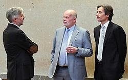 04.04.2018, Landesgericht für Strafsachen, Wien, AUT, Strafprozess gegen ehemaligen Finanzminister Grasser, wegen Bestechungs- und Untreueverdacht bei BUWOG-Privatisierung und Linzer-Terminal-Tower, im Bild (v.l.), Der Angeklagte Walter Meischberger, Anwalt Manfred Ainedter und der Angeklagte Karl-Heinz Grasser // during hearing according to supspect of bribery and breach of trust in case of BUWOG-privatisation at the Landesgericht für Strafsachen in Wien, Austria on 2018/04/04. EXPA Pictures © 2018, PhotoCredit: EXPA/ HANS PUNZ / APA- POOL