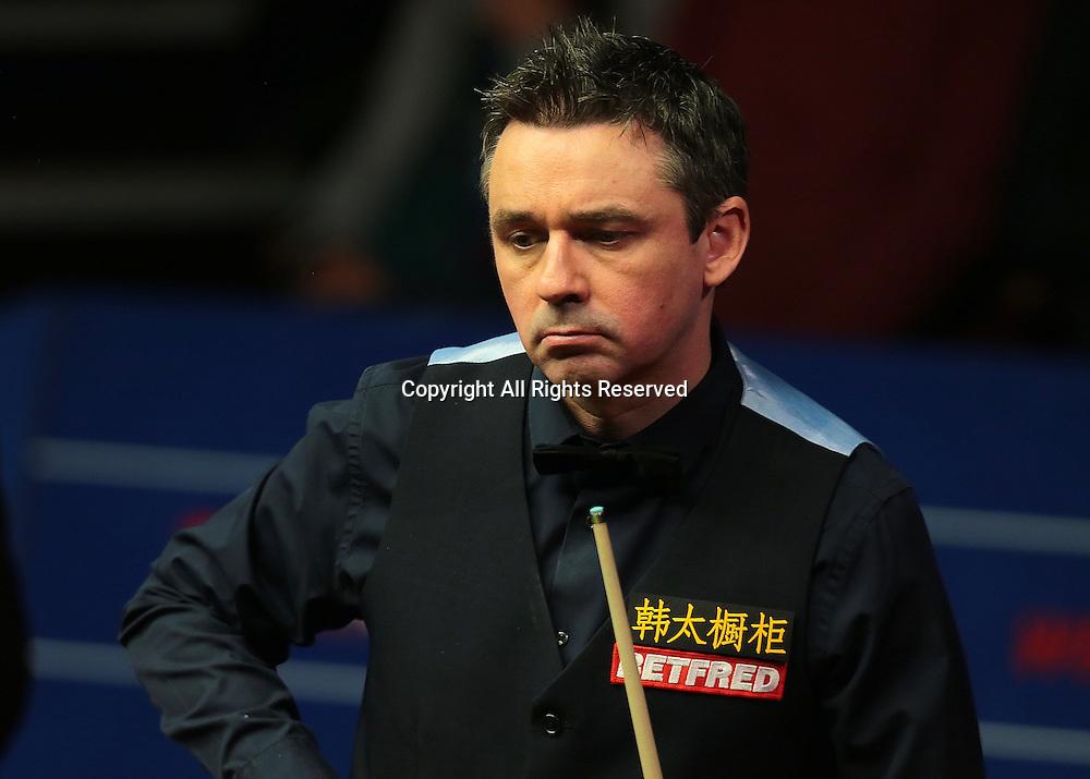 30.04.2016. The Crucible, Sheffield, England. World Snooker Championship. Semi Final, Ding Junhui versus Alan McManus.  Alan McManus looks looks for the next pot