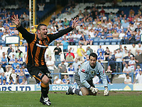 Photo: Lee Earle.<br /> Cardiff City v Hull City. Coca Cola Championship. 28/04/2007.Cardiff keeper David Forde (R) looks dejected as Hull's Dean Windass turns away to celebrate his opening goal.