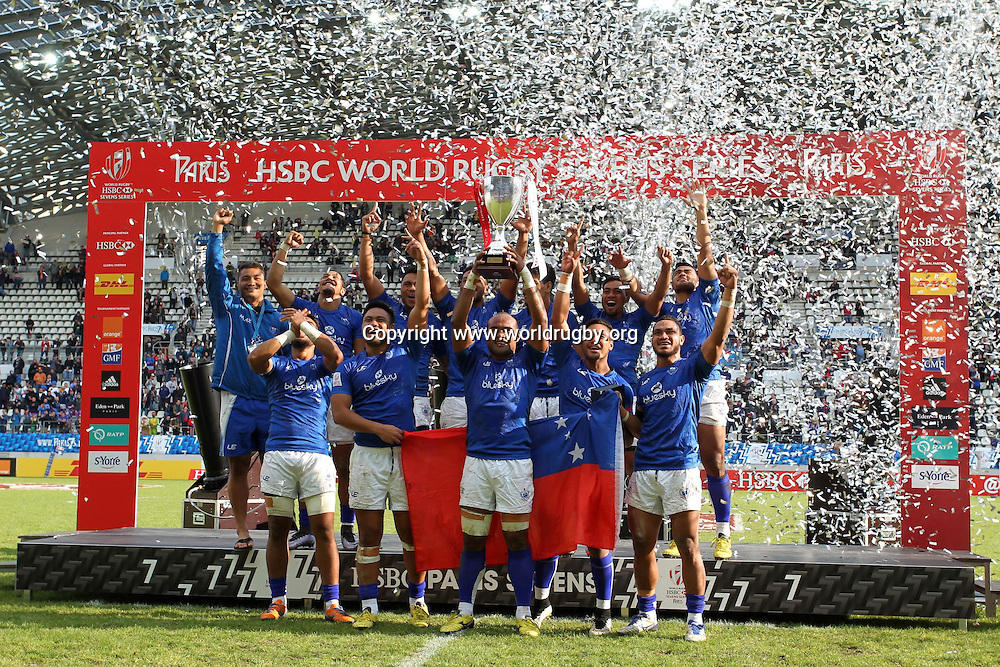 Samoa lift the cup after defeating Fiji in the final 29-26.<br /> Day 3, Paris 7s. World Rugby HSBC Sevens Series in Paris France, 14-15 May 2016.<br /> For editorial news use only NO AGENTS.<br /> Photo: www.worldrugby.org