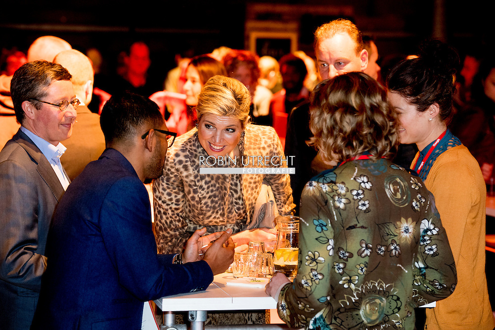 22-11-2016 ENSCHEDE - Queen Maxima visit Tuesday November 22 the &quot;Digital Workshop&quot; in Hangar 11 at Airport Twente. Digital Workshop is a two-day initiative from Google Netherlands, Netherlands Qredits Microfinance and municipalities to digital skills among entrepreneurs stimuleren.COPYRIGHT ROBIN UTRECHT <br /> <br /> 22-11-2016  ENSCHEDE - Koningin Maxima bezoekt dinsdagmiddag 22 november de 'Digitale Werkplaats' in Hangar 11 op Vliegveld Twente. De Digitale Werkplaats is een tweedaags initiatief van Google Nederland, Qredits Microfinanciering Nederland en gemeenten om digitale vaardigheden bij ondernemers te stimuleren.COPYRIGHT ROBIN UTRECHT