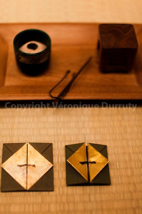implements for conducting a tea ceremony, Edo Museum; Tokyo; Honshu, Japan //  ustensiles pour la ceremonie du Thé, Musee de Edo, Tokyo, Ile de Honshu, Japon