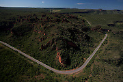 Chapada dos Guimaraes_MT, Brasil...Imagens do Parque Nacional da Chapada dos Guimaraes no Estado do Mato Grosso. Na foto estrada do Parque...The Chapada dos Guimaraes National Park is a national park in the Brazilian state of Mato Grosso. In this photo the road in the Park...Foto: LEO DRUMMOND / NITRO