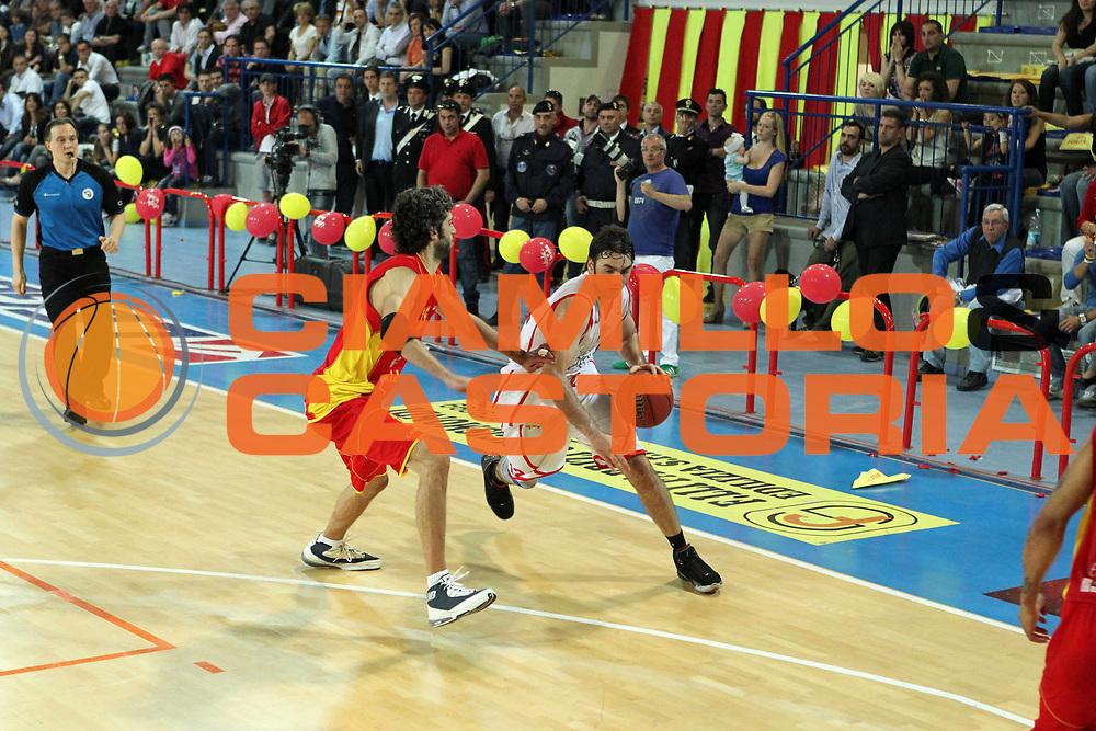 DESCRIZIONE : Frosinone Lega Basket A2 2010-2011 Playoff quarti gara 4 Prima Veroli Immobiliare Spiga Rimini<br /> GIOCATORE : Demian Filloy         <br /> SQUADRA : Immobiliare Spiga Rimini  <br /> EVENTO : Campionato Lega Basket A2 2010-2011<br /> GARA : Prima Veroli Immobiliare Spiga Rimini <br /> DATA : 20/05/2011<br /> CATEGORIA :  palleggio         <br /> SPORT : Pallacanestro<br /> AUTORE : Agenzia Ciamillo-Castoria/A.Ciucci<br /> Galleria : Lega Baket A2 2010-2011<br /> Fotonotizia : Frosinone  Lega Basket A2 2010-2011 Playoff quarti gara 4 Prima Veroli Spiga Immobiliare Rimini <br /> Predefinita :