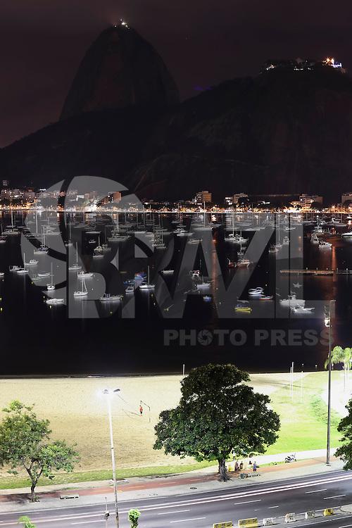 RIO DE JANEIRO, RJ, 28.03.2015 - HORA DO PLANETA 2015 - Aderiando o Movimento Hora do Planeta, o monumento do Pão de Açúcar é visto apagado, na noite deste sábado, 28. (Foto: Gustavo Serebrenick / Brazil Photo Press)