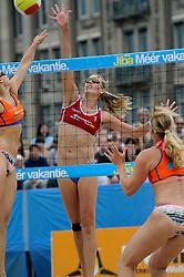 06-06-2010 VOLLEYBAL: JIBA GRAND SLAM BEACHVOLLEYBAL: AMSTERDAM<br /> In een koninklijke ambiance streden de nationale top, zowel de dames als de heren, om de eerste Grand Slam titel van het seizoen bij de Jiba Eredivisie Beach Volleyball - Ilke Meertens<br /> ©2010-WWW.FOTOHOOGENDOORN.NL