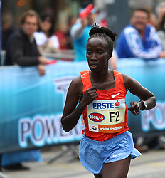 18.04.2010, Wien, AUT, Vienna City Marathon 2010, im Bild Kimutai Hellen aus Kenia 1 KM vor dem Ziel,  EXPA Pictures © 2010, PhotoCredit: EXPA/ T. Haumer / SPORTIDA PHOTO AGENCY