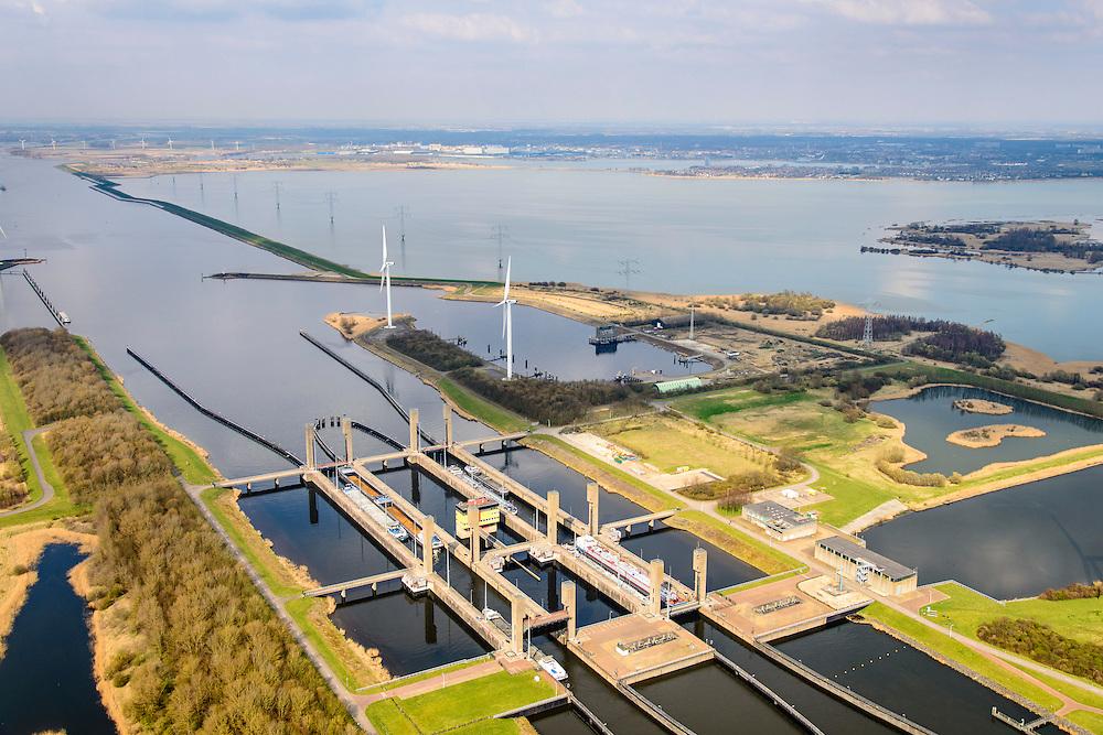 Nederland, Zeeland, Zuid-Beveland, 01-04-2016; Reimerswaal, Kreekraksluizen, onderdeel Schelde-Rijnverbinding, kanaal tussen de haven van Rotterdam en die van Antwerpen. Rechts Markietzaatskade en het  Markietzaatsmeer.<br /> Kreekraksluizen, part Scheldt-Rhine Canal, canal between the ports of Rotterdam and Antwerp.<br /> <br /> luchtfoto (toeslag op standard tarieven);<br /> aerial photo (additional fee required);<br /> copyright foto/photo Siebe Swart