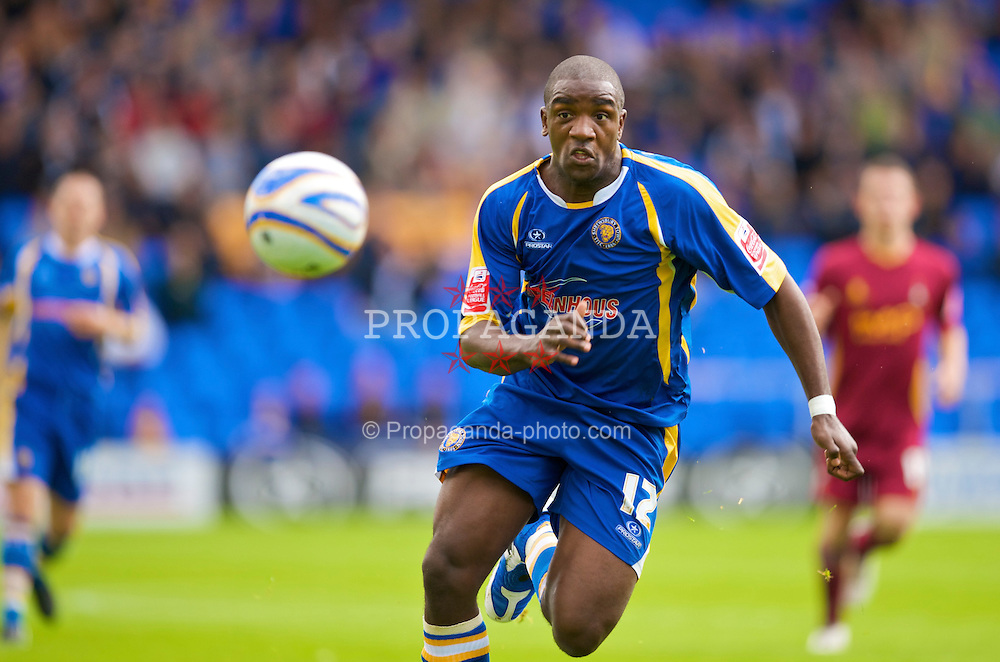 SHREWSBURY, ENGLAND - Saturday, September 5, 2009: Shrewsbury Town's Nathan Elder in action against Bradford City during the League Two match at the New Meadow. (Photo by David Rawcliffe/Propaganda)