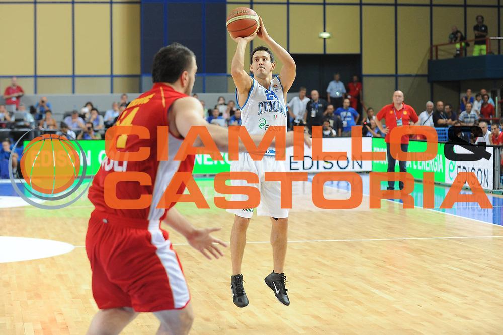 DESCRIZIONE : Bari Qualificazioni Europei 2011 Italia Montenegro<br /> GIOCATORE : Antonio Maestranzi<br /> SQUADRA : Nazionale Italia Uomini <br /> EVENTO : Qualificazioni Europei 2011<br /> GARA : Italia Montenegro<br /> DATA : 26/08/2010 <br /> CATEGORIA : Tiro<br /> SPORT : Pallacanestro <br /> AUTORE : Agenzia Ciamillo-Castoria/GiulioCiamillo<br /> Galleria : Fip Nazionali 2010 <br /> Fotonotizia : Bari Qualificazioni Europei 2011 Italia Montenegro<br /> Predefinita :