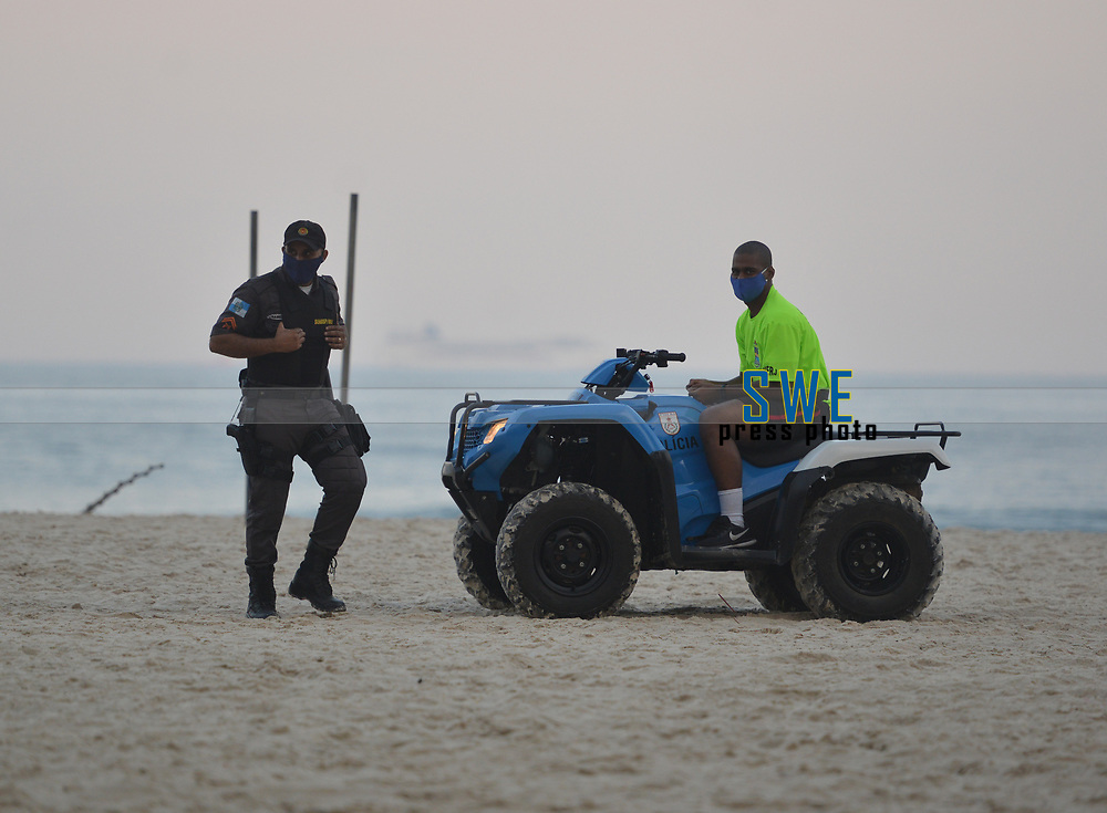 Rio de Janeiro- brazil May 1, 2020, Covid19, even with the ban on people without masks and going to the beach. many do not obey the police at Copacabana beach.