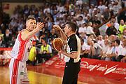 DESCRIZIONE : Reggio Emilia Lega A 2014-15 Grissin Bon Reggio Emilia Banco di Sardegna Sassari finale play off gara 5<br /> GIOCATORE : Rimantas Kaukenas Arbitro Sabetta<br /> CATEGORIA : ritratto delusione<br /> SQUADRA : Grissin Bon Reggio Emilia<br /> EVENTO : Campionato Lega A 2014-2015<br /> GARA : Grissin Bon Reggio Emilia Banco di Sardegna Sassari<br /> DATA : 22/06/2015<br /> SPORT : Pallacanestro <br /> AUTORE : Agenzia Ciamillo-Castoria/E.Rossi<br /> Galleria : Lega Basket A 2014-2015 <br /> Fotonotizia : Reggio Emilia Lega A 2014-15 Grissin Bon Reggio Emilia Banco di Sardegna Sassari finale play off gara 5