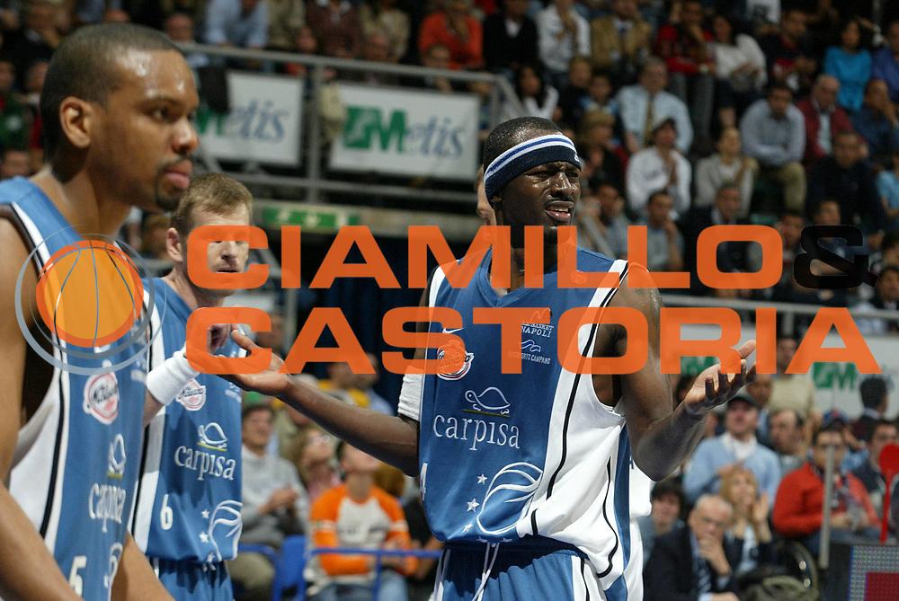 DESCRIZIONE : Bologna Lega A1 2005-06 Play Off Semifinale Gara 1 Climamio Fortitudo Bologna Carpisa Napoli <br /> GIOCATORE : Sesay <br /> SQUADRA : Carpisa Napoli <br /> EVENTO : Campionato Lega A1 2005-2006 Play Off Semifinale Gara 1 <br /> GARA : Climamio Fortitudo Bologna Carpisa Napoli <br /> DATA : 01/06/2006 <br /> CATEGORIA : Delusione <br /> SPORT : Pallacanestro <br /> AUTORE : Agenzia Ciamillo-Castoria/L.Villani <br /> Galleria : Lega Basket A1 2005-2006 <br /> Fotonotizia : Napoli Campionato Italiano Lega A1 2005-2006 Play Off Semifinale Gara 1 Climamio Fortitudo Bologna Carpisa Napoli <br /> Predefinita :
