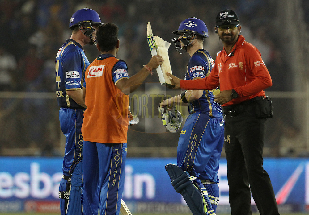 Rajasthan Royals captain Steven Smith broken bat been changed during match 9 of the Pepsi IPL 2015 (Indian Premier League) between The Rajasthan Royals and The Mumbai Indians held at the Sardar Patel Stadium in Ahmedabad , India on the 14th April 2015.<br /> <br /> Photo by:  Vipin Pawar / SPORTZPICS / IPL